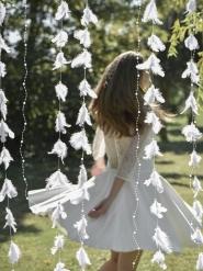 Girlang med vita fjädrar