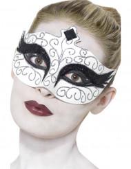 Vit mask med silvermönster och svarta ögon