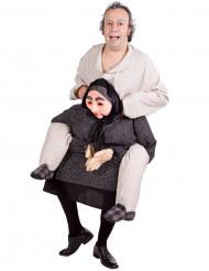 Rolig maskeraddräkt person på farmors rygg