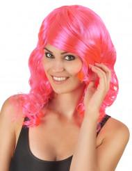 Halvlång glamorös peruk i rosa med lockar