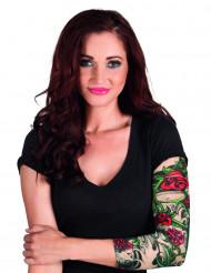 Ärm med ros tatueringar