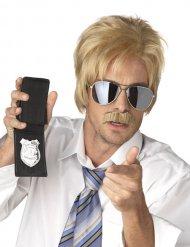 Blond polisperuk med mustasch