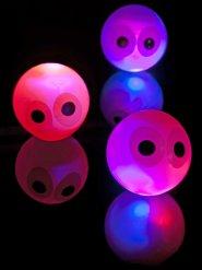 Lysanede studsboll med ögon 14 cm