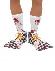 Rutiga clownskor med blodfläckar